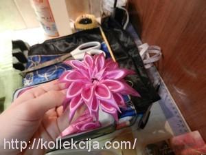 сделать цветок из атласной ленты, делаем цветы из атласных лент, мк...