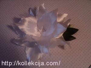 Лилия из атласной ленты