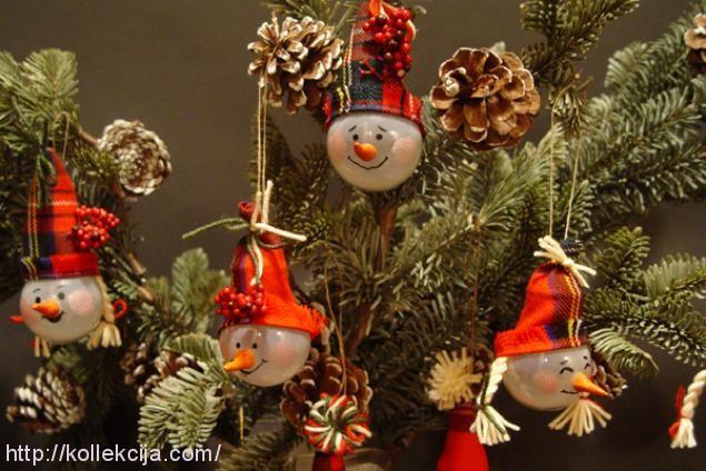 Новогодние украшения своими руками из лампочек