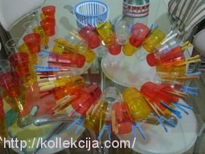 люстра из пластиковых стаканов