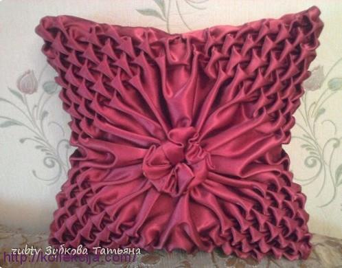Подушка буфы с цветком.