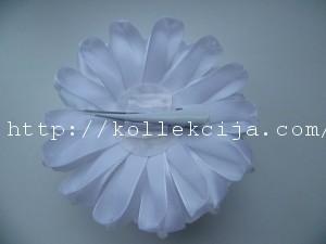 Пышный цветок из лент