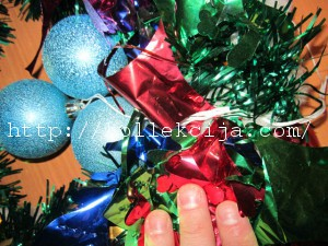 новогодний венок из мишуры