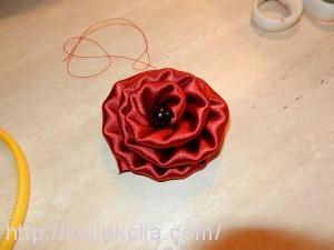 Как сделать цветок из атласной ленты