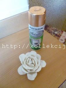 Роза из пластиковых ложек