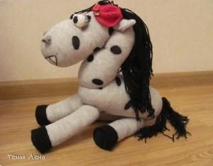 Лошадка из носка своими руками