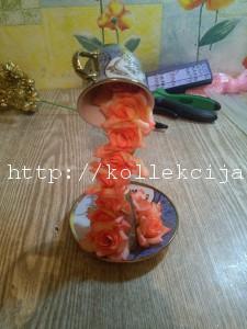 Парящая чашка с цветами.