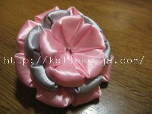 Многослойный цветок из лент
