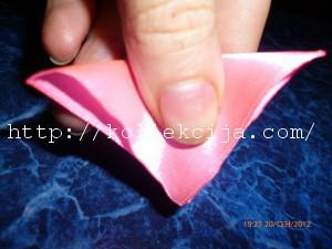Бабочка из острых лепестков канзаши