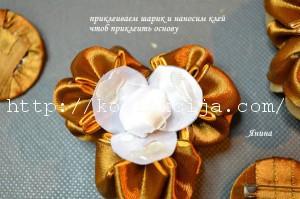Букетик из цветов канзаши