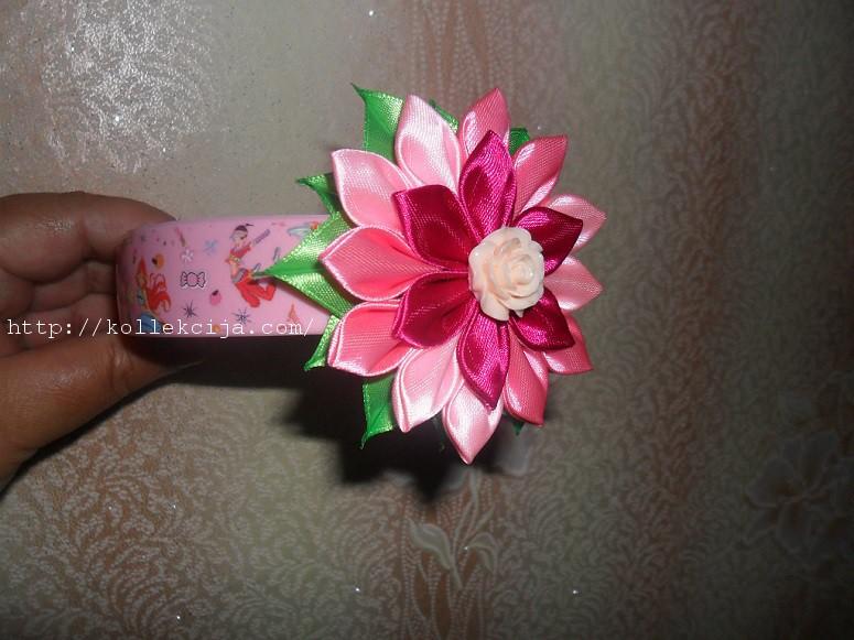 Цветы из атласных лент двух цветов своими руками