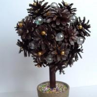 Дерево из шишек