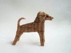Собака из газетных трубочек